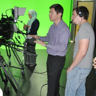 Lecturer Julian Rodriguez, center, instructs a student on camera techniques. (James Dunning/COLA Communications)