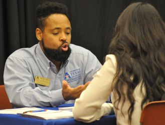 Student received advice from professionals on their resumes and image during Comm Day 2015. (Photo by James Dunning/COLA)